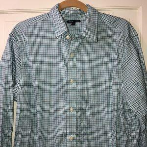 GAP men's button down shirt- excellent condition.